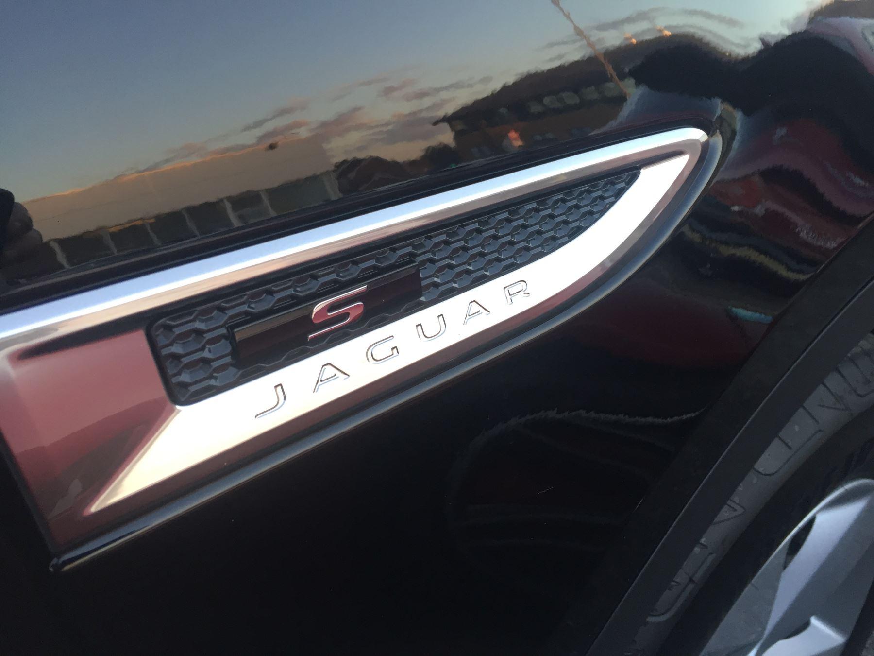 Jaguar E-PACE 2.0 R-Dynamic S image 8